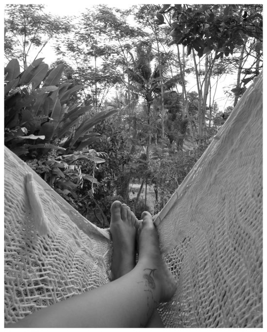 Auf Bali verbrachte ich eine Woche in einem Silent Retreat. Ich liebte das vegane Essen und verbrachte den Tag zwischen Yoga und Meditation. Tatsächlich sprach ich kein Wort in dieser Woche. Eines Abends lag ich im Bett und testete aus, ob meine Stimme noch funktionierte. :) Irgendwann würde ich gern noch mal in ein Silent Retreat.