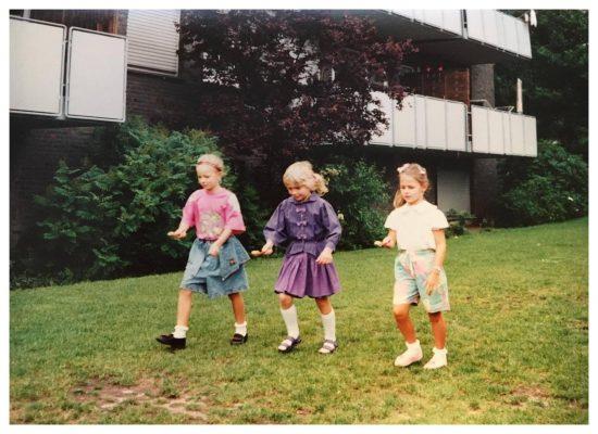 Schaut euch diese Kleidung an! Meine Kniestrümpfe und dieses lila Outfit.:D