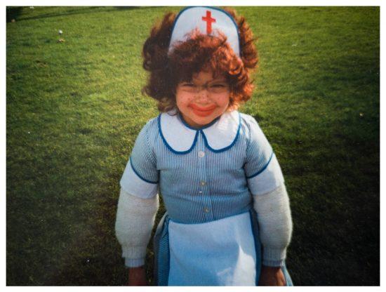 Früher wollte ich immer Krankenschwester werden. Der Lippenstift passt ganz wunderbar. ;)